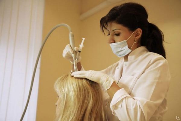 Как остановить выпадение волос при гормональном сбое, подскажет эндокринолог