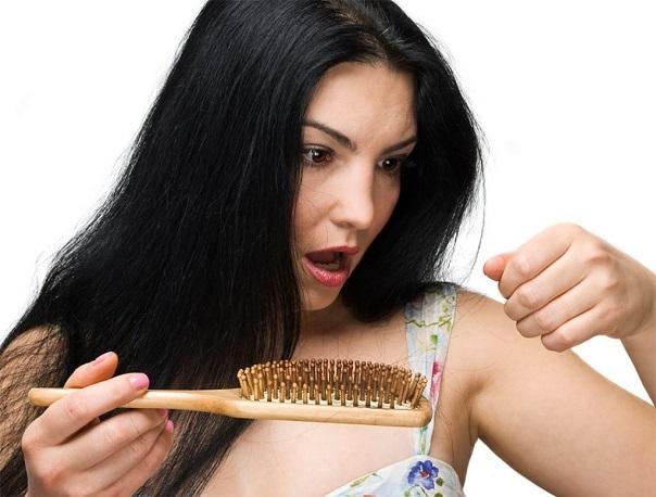 Выпадение волос представляет собой проблему, особенно болезненно воспринимаемую женщинами