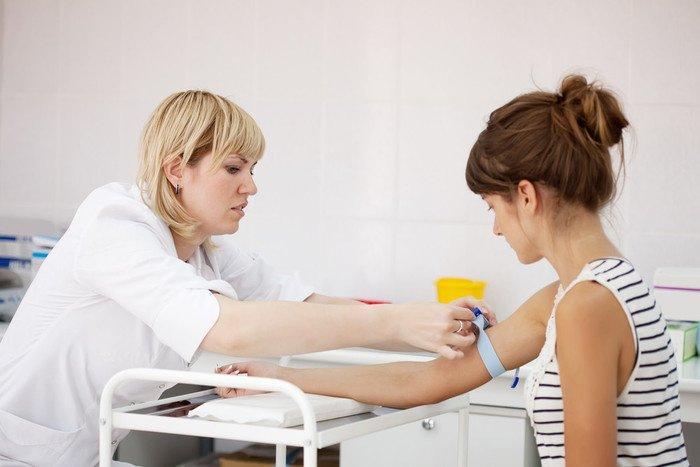 Забор крови из вены для проведения биохимического исследования