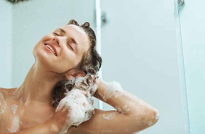 Температура воды при мытье головы не должна превышать 45 °С