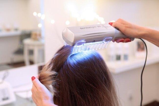 Трихология лечения выпадения волос подразумевает использование медпрепаратов и физиотерапевтических процедур