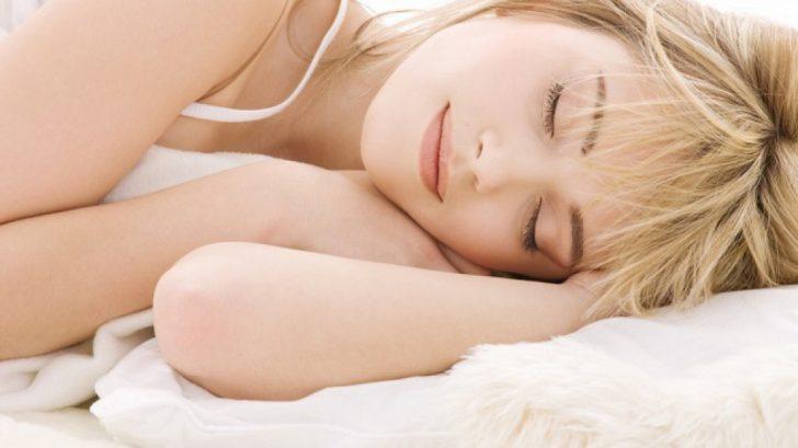 Здоровый сон, отсутствие вредных привычек и сбалансированное питание очень помогают в борьбе за красивые и сильные волосы