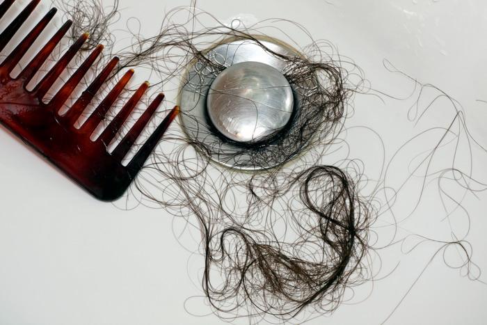 Выпадение волос при мытье головы