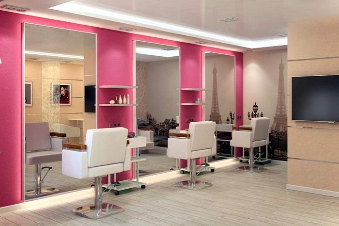 Уход за волосами можно осуществлять как дома, так и в салоне красоты