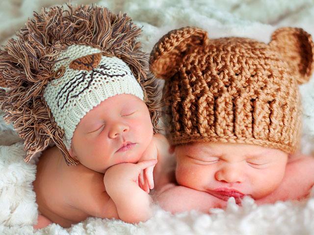Нередкая причина выпадения волос у ребёнка – перегрев головы шапками