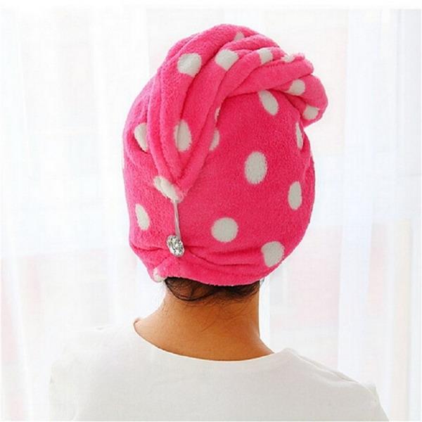 После нанесения масла на волосы надо укутать голову полотенцем