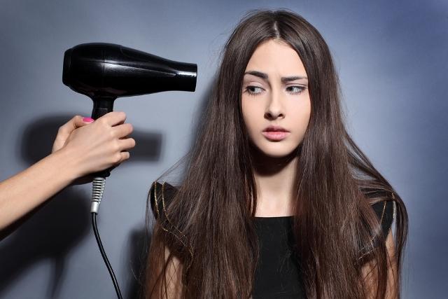 К 30 годам волосы устают от постоянного воздействия фенов и других приборов