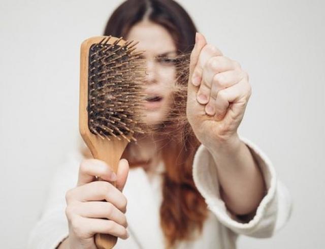 Выпадение волос – одна из очень неприятных проблем со здоровьем