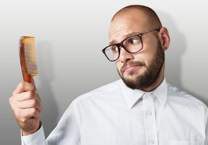 Если не бороться с диффузным выпадением волос, дело может закончиться лысиной