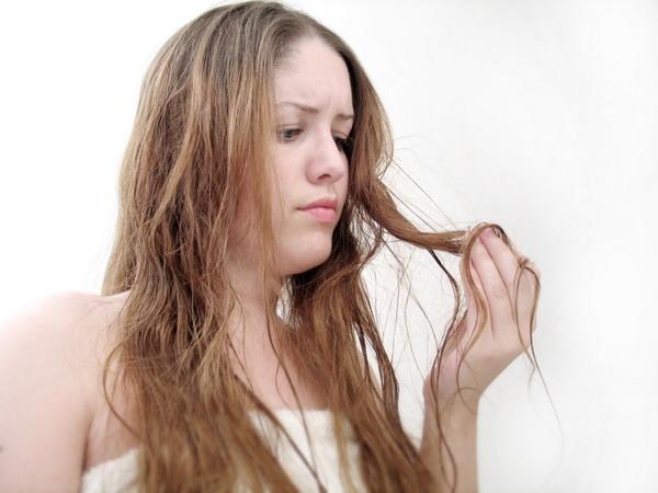 Очень сальные волосы могут при отсутствии лечения привести к алопеции