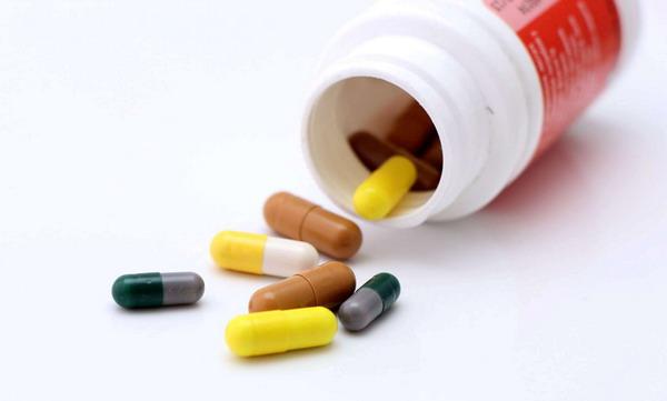 Весомую роль в профилактике и лечении облысения играют витамины и микроэлементы